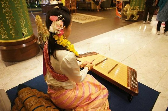 The Imperial Mae Ping Hotel: 毎日夕方5時過ぎからロビーで演奏が始まります。こうゆうのは観光客には嬉しいですね。