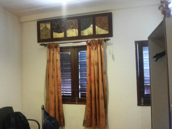 Da Som Inn : The window in the quad room..facing road side and Masjid