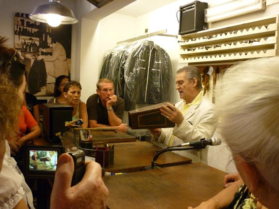 Guided Tours of Florence: Demonstration of metal engraving Firenze