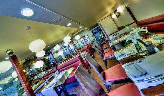 Kyriad Prestige Clermont Ferrand : salle du restaurant