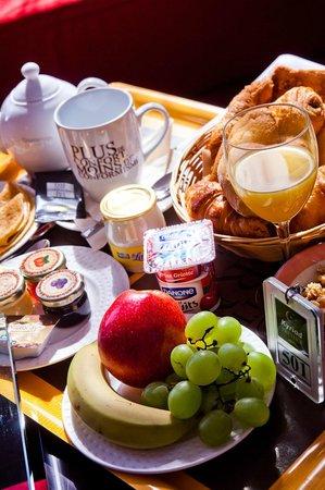 Kyriad Prestige Clermont Ferrand : Petit Déjeuner - Room Service
