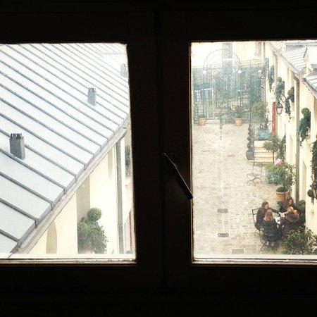Residence Unic Renoir Saint Germain : hotel courtyard picnic