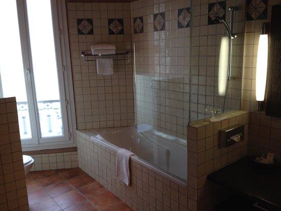 New Hotel Vieux Port: バスルーム