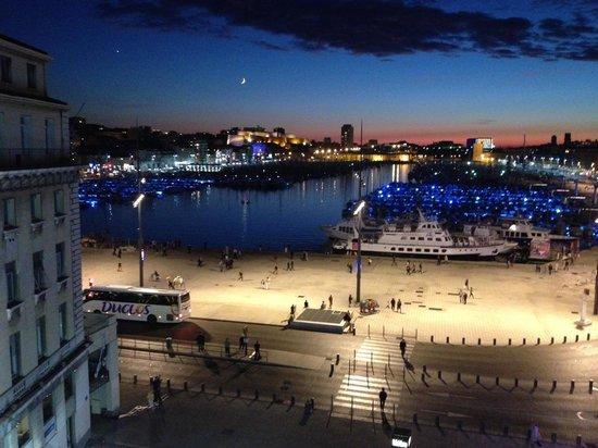 New Hotel Vieux Port: 部屋からの日没風景