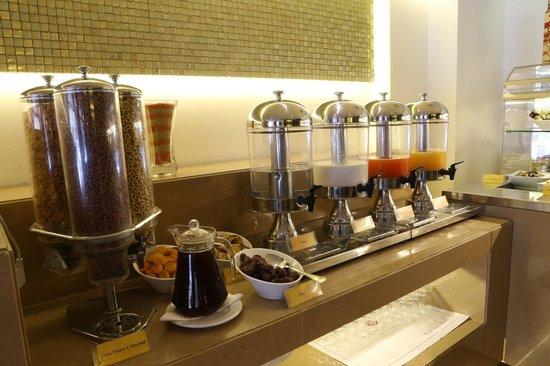 Lancaster Hotel Raouche : Le Monde Buffet Breakfast