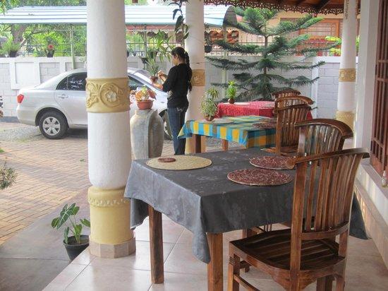 Serendib Guest House: Breakfast veranda