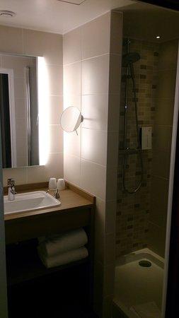 Golden Tulip Lyon Eurexpo : Salle de bain