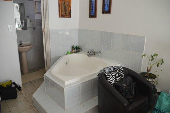 Bhangazi Lodge: Whirlpool im Zimmer