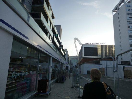 Holiday Inn London - Wembley: スーパー TESCO