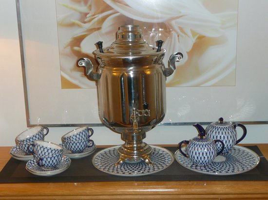 Astoria Hotel : Display of Imperial Russian Porcelain