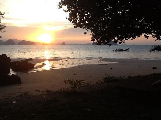 Koyao Island Resort: Sonnenaufgang direkt vor unserer Villa