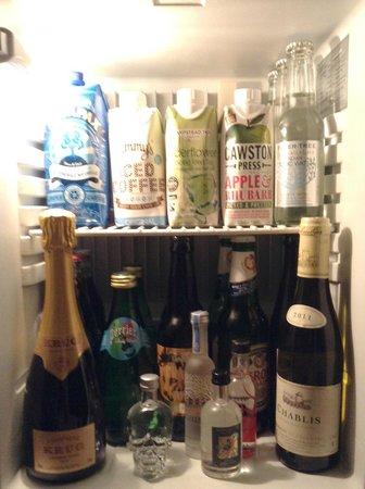 The London EDITION: Mini bar