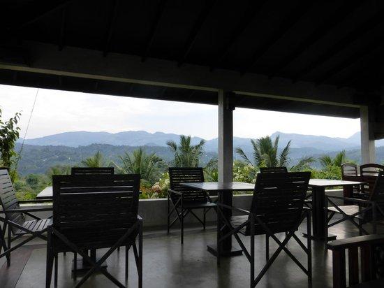 ساندالوود: The rooftop dining area