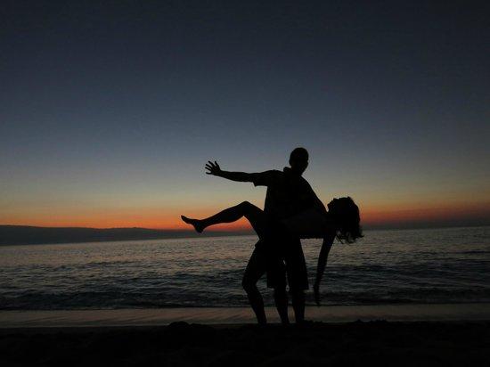 Kahana Beach Resort: One of Many perfect sunsets...