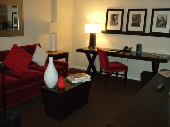 The Court – A St Giles Hotel: living room area