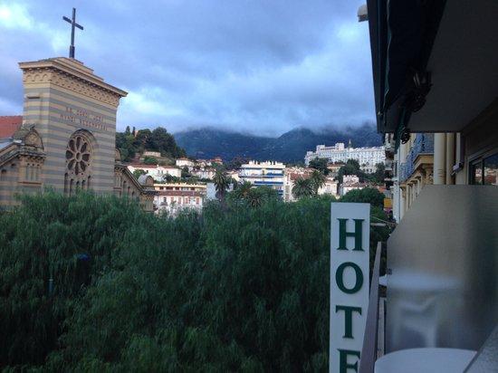 Moderne Hotel: ホテルの部屋からの景色(山側)