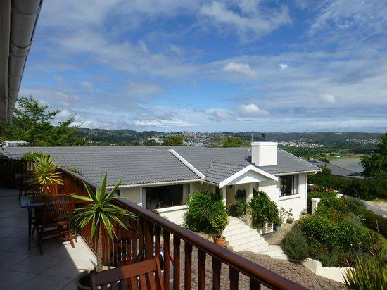 Candlewood Lodge: Blick vom Balkon auf das Gästehaus
