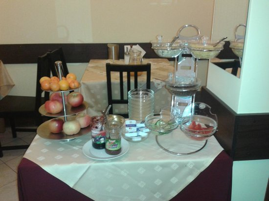 Hotel Metro: cereales, frutas, mermeladas y chocolate