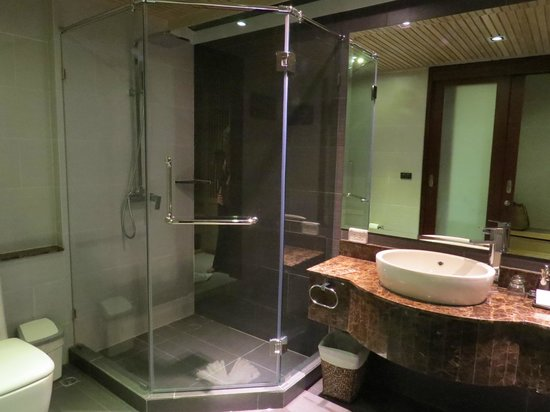 Mandarava Resort and Spa: Bathroom 1210