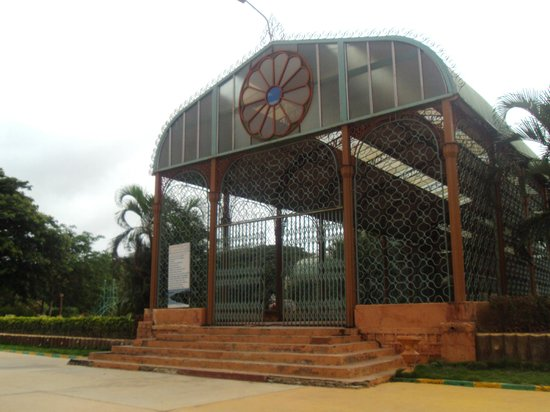 Hubli-Dharwad, India: glass house