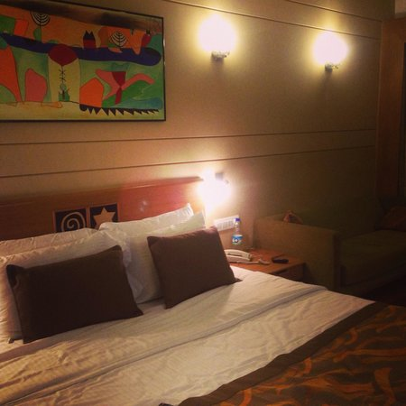 Lemon Tree Hotel, Electronics City, Bengaluru: The bed I will surely miss!!!