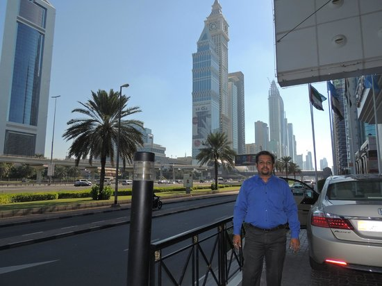 Crowne Plaza Dubai: Opposite to Emirates tower