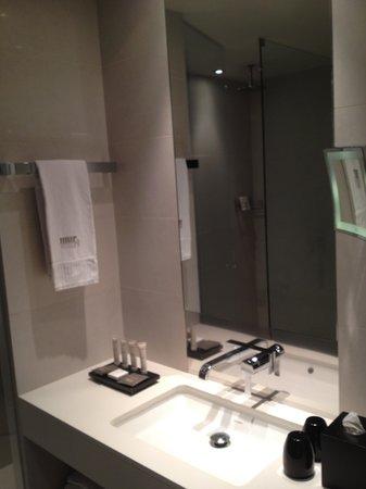 Hotel Murmuri Barcelona: big bathroom