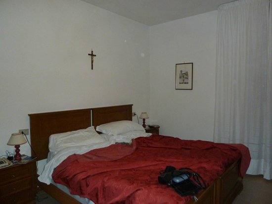 Hotel San Rufino : A typical bedroom