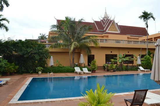 Angkor Hotel: Бассейн