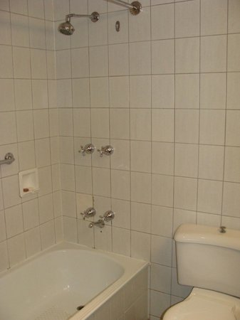 Bayview Eden: Bathroom 2