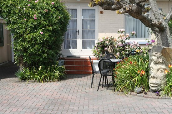 MALFROY motor lodge Rotorua - Accommodation and Mineral Pool: Door to our apartment