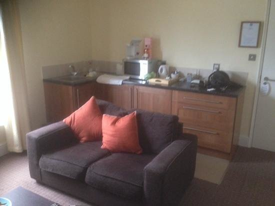 Andover House Hotel: the lounge area & kitchenette