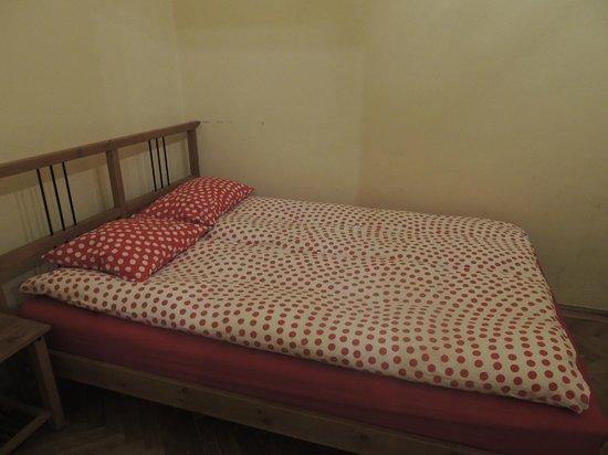 Friends Hostel Budapest: Martimoniale Superior - Letto