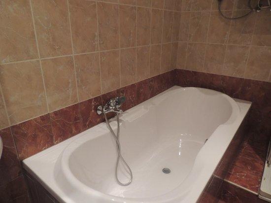 Friends Hostel Budapest: Martimoniale Superior - Bagno