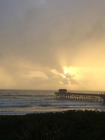 La Quinta Inn & Suites Cocoa Beach Oceanfront: Sunrise