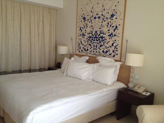 Hilton Vilamoura As Cascatas Golf Resort & Spa : Deluxe King bed