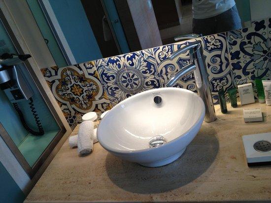 Hilton Vilamoura As Cascatas Golf Resort & Spa: Bath room