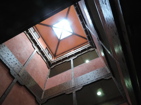 Hotel Dona Manuela: Patio interior.