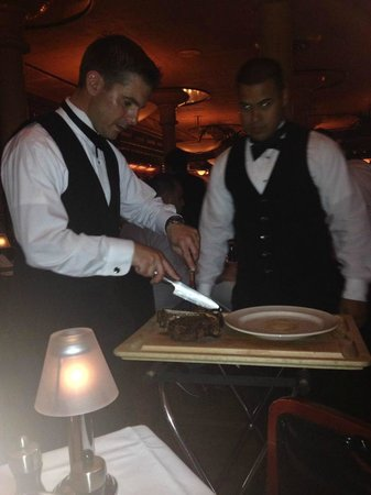 Pappas Bros. Steakhouse: Waiters