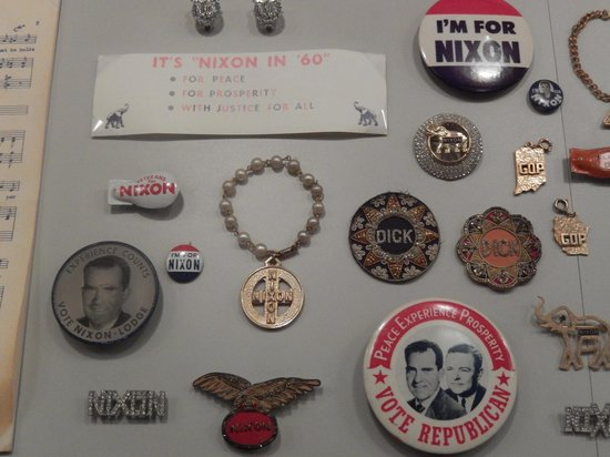 Richard Nixon Presidential Library and Museum : buttons