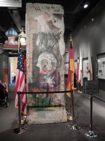 Richard Nixon Presidential Library and Museum : Berlin Wall