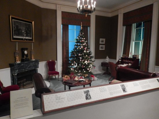 Richard Nixon Presidential Library and Museum : Lincoln Sitting Room