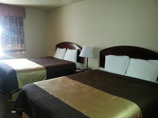 Econo Lodge City Centre: 2queen size bed