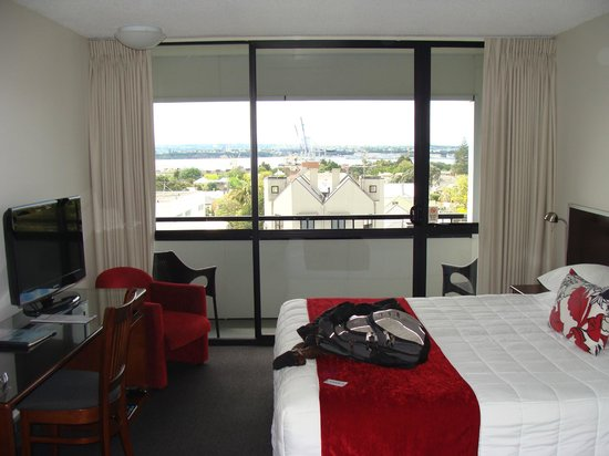 Quality Hotel Parnell : Room and view
