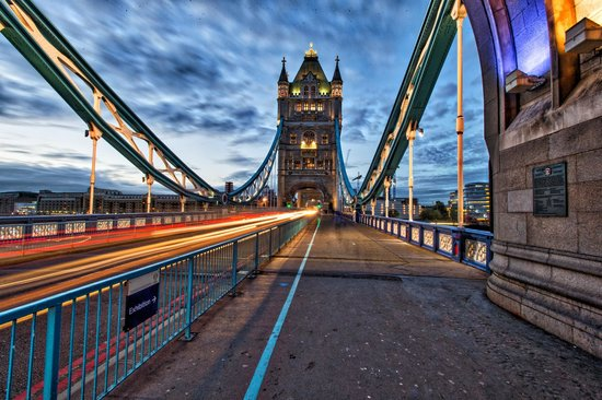 Londres, UK: London Tower bridge at sunrise