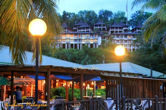Damai Beach Resort : View during sunset, picture taken near the Children pool
