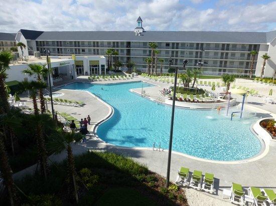 Avanti International Resort : The pool