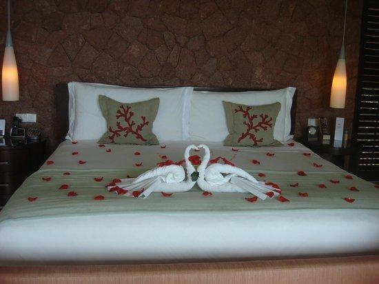 Raffles Seychelles: Bedroom prepared for honeymooners