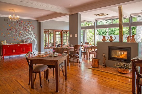 D'vine Restaurant @ Willowbrook Lodge: Cozy Restaurant