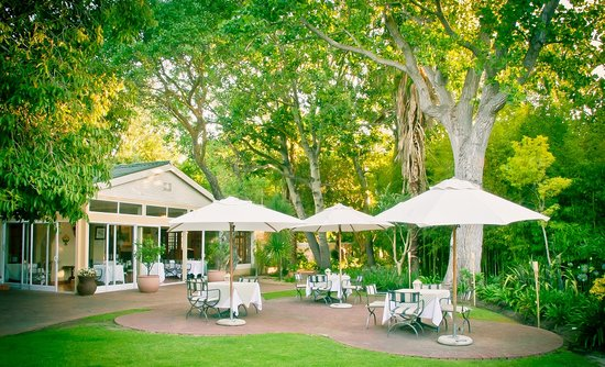 D'vine Restaurant @ Willowbrook Lodge: Enjoy your dinner in our gardens